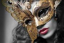 Maski, instrumenty i księgi
