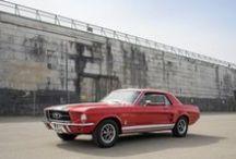 Ford Mustang 1967 // Dreamday with Dreamcar / Hier findest du Fotos von unserem roten Ford Mustang Coupé, den du in Nürnberg selbst fahren kannst. Mehr Infos zu diesem oder anderen Hochzeitsautos findest du auf unserer Homepage.