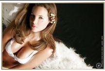 Modelaje / Sesión de fotos profesional personal y artistico en un estudio fotografico, de varios tipos de modelos. Con elementos artisticos, personales y profesionales.  www.jgiron.com
