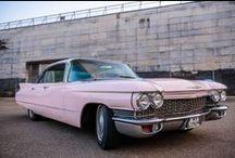 Cadillac Sedan Deville 1960 // Dreamday with Dreamcar / Bist du noch auf der Suche nach einem Oldtimer? Diesen Pink Cadillac kannst du für Deine Hochzeit mieten oder auch einfach mal so.