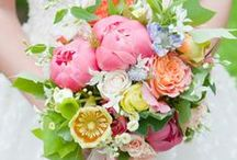 Wedding Flowers // Dreamday with Dreamcar / Flowers, flowers flowers! We love these Bridal Bouquet Ideas!