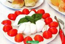 """Insalata caprese - Caprese salad / Originaria dell' isola di Capri, da cui deriva il nome, la caprese è l' antipasto dell' estate per eccellenza. - A native of the ' island of Capri , hence the name , the Caprese is the """"appetizer of summer"""" for excellence ."""