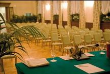 Grand Meetings / It is an ideal place to combine work and leisure. Our conference rooms are all with lake view, natural light and are equipped with facilities for the constant exchange of air.