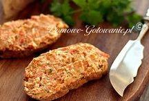 Dipy i Pasty / Dipy i pasty to gęste sosy o wyraźnym i indywidualnym smaku i zapachu, które serwuje się jako dodatki do dań, przekąsek i pieczywa, jak również mięs, ryb, sałatek i surówek.  Dipy i pasty przygotowywane są głównie na bazie warzyw, ale również przetworów rybnych i mięsnych. Swój wyrazisty smak i aromat zawdzięczają dodatkom i przyprawom, których kompozycja jest często decydującym elementem.