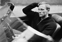 . Daniel Craig .