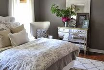 Bedroom Organization Ideas / Organization ideas for a peaceful bedroom. Less clutter, more space with easy DIY. Bedroom Organization Tips for a small bedroom. Dollar Store organization on a budget. More storage in your master bedroom or kids bedroom.