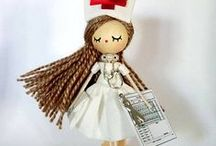 Nurse and doctor brooch- Broche de enfermeras y médicos / Diseños registrados en la O.E.P.M. Diseño industrial. Hechos y pintados a mano en su totalidad.