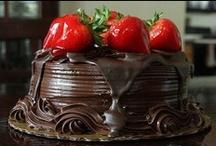 Tortas y tartas  / Dulces y ricas / by Silvina Gonzalez