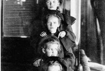 #32/33 The Romanovs / A collection to accompany Episodes 32 and 33 of The History Chicks podcast.