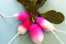 Anandamayi Arnold / surprise balls and paper craft