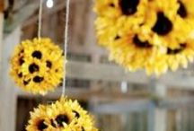 Trend: Hanging Florals / Inspiration board for hanging florals at your wedding - find great ideas to dress your wedding with flowers!