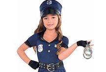 Kids Costume Ideas / Ideas for kids costumes and dress ups.Tookii is about promoting activities for kids. Find fun ideas for kids costumes in this board. #thingstodowithkids #activitiesforkids #kids #parenting #ideasforkids #costumes #dressups