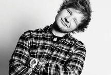 Ed Sheeran / Edward Christopher Sheeran (Halifax, West Yorkshire, 17 de febrero de 1991), mejor conocido como Ed Sheeran, es un cantautor y multiinstrumentista británico. Sus composiciones tocan principalmente los géneros y estilos pop rock, folk, hip hop, acústico e indie.