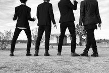 Smallpools / Smallpools, es una banda de indie pop estadounidense, formada por cuatro integrantes: Sean Scanlon (vocalista, tecladista), Mike Kamerman (guitarra), Joe Intile (bajo) y Beau Kuther (batería). La banda fue formada en el año 2013, en Nueva Jersey, Estados Unidos.
