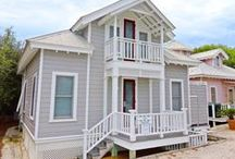English Cottage - Seaside, FL / 2 BR, 1.5 Ba English Cottage, originally named by Town Founders Robert and Daryl Davis, is a charming, picturesque cottage located conveniently near the beach.