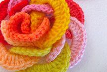 crochet flowers / budding buddies