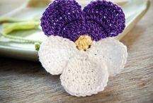 crochet bookmarks / pretty pretty bookmarks