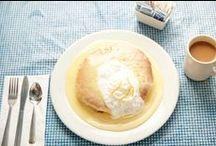 Moke's Bread and Breakfast / リリコイソースのたっぷりかかったパンケーキと、ハンバーグではなくステーキを使ったロコモケが名物メニュー。 カイルアでぜひ立ち寄っておきたい人気店です。