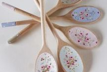 Wooden spoons / Decorated spoons to inspire and admire. Painted, deco patched, wood burned - whatever your decoration of choice, create something beautiful.