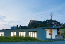 Werkstätte Radaschitz - factory Radaschitz / Unsere Fertigung in Riegersburg vereint solides, österreichisches Handwerk mit moderner Technologie. Neben den Holzarbeiten verfügen wir über eine hochmoderne Lackieranlage und eine hauseigene Schlosserei.