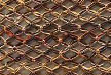 Empório Beraldin na Feira High Design - tecidos e móveis com toque artesanal / Na feira High Design o destaque foi para a coleção Mosaicos – lançada no primeiro semestre de 2016 com o intuito de traduzir o DNA da Empório Beraldin, que acaba de completar 21 anos. As cores das pedras brasileiras – Ágata, Água Marinha, Ardósia, Jade e Turmalina – são fontes de inspiração para a cartela de cores dos tecidos, revestimentos, tapetes e acessórios. Também foram expostos outros itens da linha de mobiliário da marca