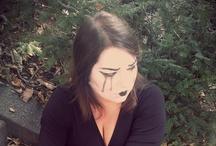 Pauvre clown triste ! / Shooting photo avec Emmanuelle BONAVENT au Père Lachaise