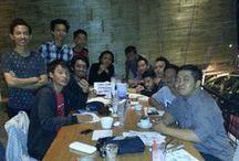 Pen Meet up #2 / Ketemuan kali ini bertepatan pada tanggal 24 Desember 2014 di Legend Coffe Jl. Bandung Malang. Yang hadir juga ternyata lebih ramai dari pertemuan sebelumnya. Pada pertemuan kedua ini, selain tema #aksarabu, judul lagu yang disenangi juga menjadi tema pertemuan. Jadi ya gitu, nulis lagu yang disukai.