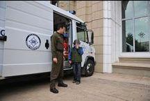 Ziua porţilor deschise la SRI, pentru membrii familiilor / În data de 28 septembrie 2013, Serviciul Român de Informaţii a organizat Ziua porţilor deschise pentru membrii familiilor, pentru prima oară în istoria instituţiei, cu ocazia Zilei internaţionale a dreptului de a şti. Evenimentul a fost dedicat angajaţilor SRI şi membrilor familiilor acestora, atât în Bucureşti, cât şi în celelalte judeţe ale ţării. http://www.sri.ro/ziua-portilor-deschise-la-sri-pentru-membrii-familiilor.html