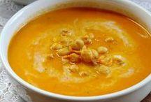 Vegan soep | Veganistische / Lekkere vegan en veganistische recepten voor soep van de Groene Meisjes. Makkelijk, gezond en vol met heerlijke groenten. Welk seizoen het ook is, soep eten is altijd een goed idee. Maak een grote pan en eet het de volgende dag als lunch.