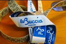 Borse La Buccia / Collezione originale di borse artigianali disegnate dalla titolare Mirca Magdalena Carmen.  La Buccia borse è a Chiavari (GE) in Via Sambuceti 6.  Tel 347 381 28 44.  www.labuccia.com