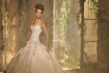 Wedding Dresses / by Linda Trollip