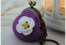 http://pitusasypetetes.blogspot.com / Trabajos realizados en crochet como monederos, llaveros, anillos ...