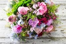 Buketter fra Happyflower.dk / Hos Happyflower.dk får du kun blomster af den bedste kvalitet. Vi har lagt alt vores energi i at lave farverige, moderne og friske buketter der passer til enhver lejlighed.