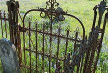 Gates / Gates