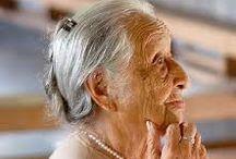 Vecchiaia / La bacheca tratta di come la vecchiaia possa essere un momento ricco dell'esistenza.