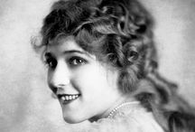 Mary Pickford / The original screen queen and Hollywood sweetheart, here's to 'The Girl with the Curls'.
