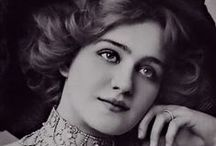 Lily Elsie / Lily Elsie was an English actress who became one of the most photographed women of the Edwardian era.