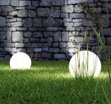 Terassin valaistus / Hyvän valaistuksen ansiosta terassilla viihtyy hämärinäkin iltoina. Ulkovalaistus kannattaa suunnitella ajatuksella.