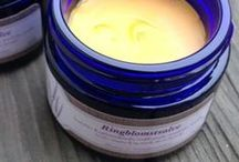 Spesialpleie for huden / Naturlig hudpleie, uten tilsetning av mineralolje, parabener eller syntetisk parfyme.