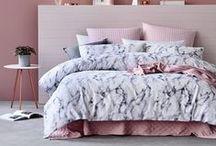Schlafzimmer / Schlafzimmer, Bett, Nachttisch, Home, Zuhause, Einrichten, Wohnen, Cozy, bedroom, sleeping room, interior, living, home, sleep, decor, decoration