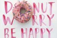 Donuts backen: Rezepte / Donut backen ist kinderleicht und macht einen riesigen Spaß! Ich zeige dir meine liebsten Donut Rezepte!
