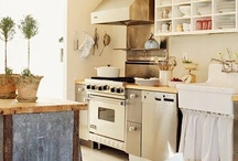 Kitchens / by Tiare Molinare