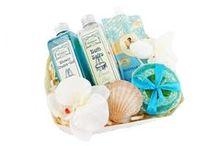 Zestawy Upominkowe / Zestawy upominkowe i zestawy kosmetyków naturalnych które idealnie sprawdzą się jako prezent na każdą okazję