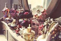 Perfumes / Ponemos a su disposición miles de eaux de toilette y perfumes, tanto para hombre como para mujer, elaborados por más de doscientos fabricantes conocidos a nivel mundial.