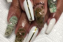 ACRYLICS HOES / beauty discovered in her Clawrylics ( her claw arcrylic nails)