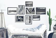 Black and White Wall Decor, Black and White Gallery Wall / Black and white in the interor is evergreen and actually, so modern these days! Whether you search for minimal or classic interior inspiration, black and white wall decor has a place here! Explore my favorites - black and white prints, black and white printables, black and white photo decor, and black and white gallery walls!  living room ideas, apartment decorating, gallery wall living room, gallery wall ideas, modern gallery wall, photo decor wall, photo decorations, photo decor ideas