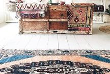 Bohemian Interior / Bohemian interiors are full of colorful and eye-catching geometric patterns and textures, or patterns inspired by folk art. Favorite materials are natural, like leather, wood, copper, jute, silk, or feathers! Combine with plenty of indoor plants and handmade art and decor! +++ Bohemian Interior, Bohemian living room, Bohemian home decor, boho decor, boho chic decor, boho bedroom, bohemian bedroom