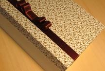 Caixas de mdf decoradas - Lembrancinha de Casamento / Essa é uma idéia de como usando a criatividade, você poderá presentear seus convidados com uma lembrancinha bonita e charmosa na festa do seu casamento