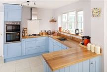 Lulworth Blue Kitchen Case Study / Featuring kitchen components from Solid Wood Kitchen Cabinets, this light and bright kitchen combines the traditional elegance of solid wood with modern flair, thanks to cabinets painted in Farrow & Ball's Lulworth Blue partnered with sleek full stave Prime Oak Worktops.