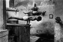 Shaolin / Totalement étrangère à cette perfection mais tellement admirative. Discipline fascinante.... Images d'une grande beauté qui suggèrent toute une rigueur, un travail ... J'adore sans vraiment savoir pourquoi.